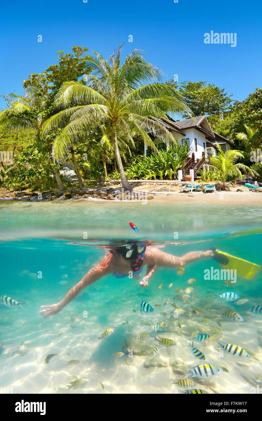 Playa de Tailandia - snorkeling en el mar tropical, Ko Samet Island, Tailandia Imagen De Stock