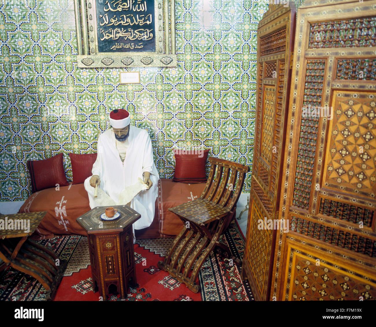 Una muestra de cada día una escena dentro de la Dar Charait Museum. Tozeur, Túnez, África del Norte. Imagen De Stock