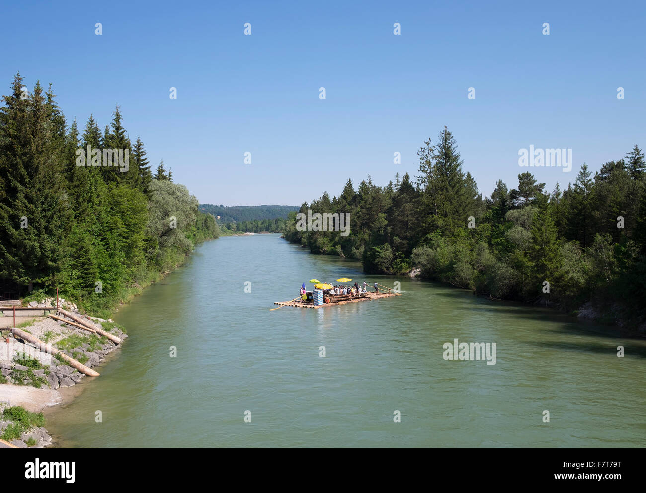 Viaje en Balsa por el río Isar, reserva natural, Pupplinger Isarauen Au, Wolfratshausen, Alta Baviera, Baviera, Imagen De Stock