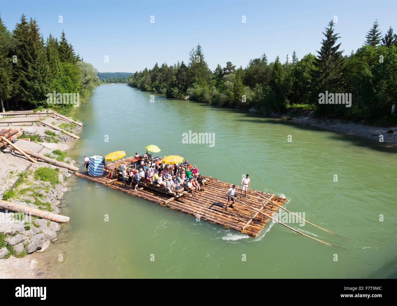 Lanzamiento en balsa por el río Isar, el viaje en balsa, reserva natural, Pupplinger Isarauen Au, Wolfratshausen, Imagen De Stock