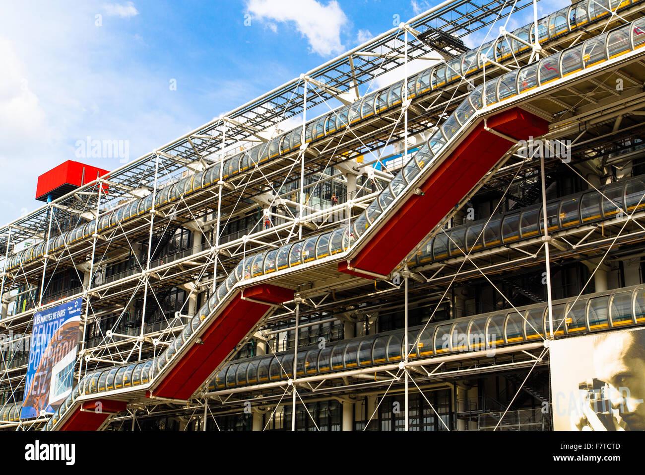 El Centro Pompidou de París, diseñado en el estilo de la arquitectura high-tech Imagen De Stock
