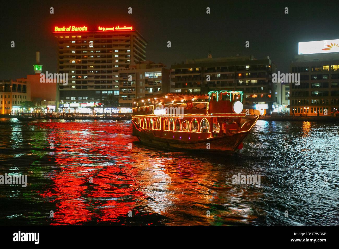 Crucero en dhow, Dubai, Emiratos Árabes Unidos. Imagen De Stock