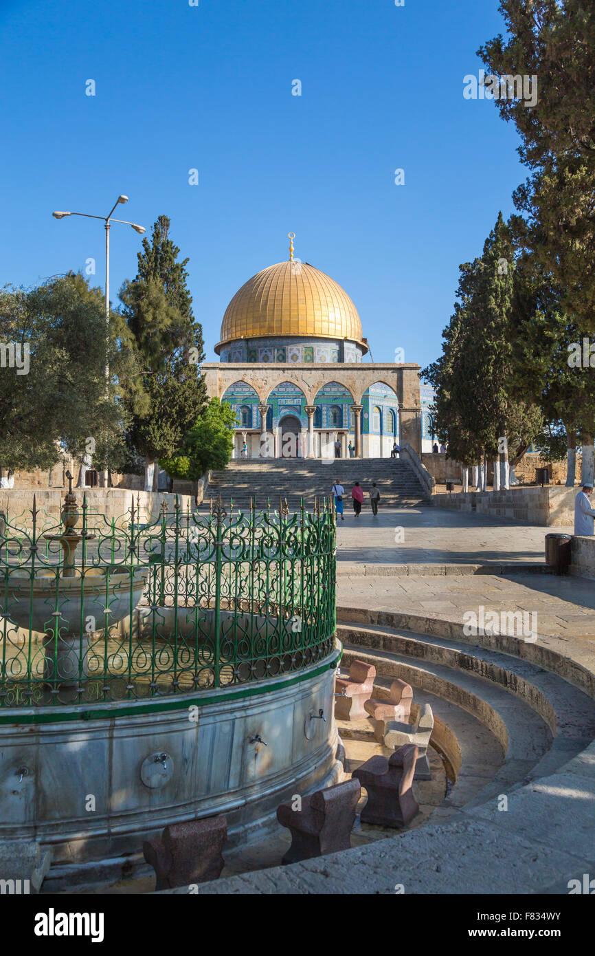 La cúpula de la roca, un santuario musulmán y ablución fuente en el Monte del Templo en Jerusalén, Imagen De Stock