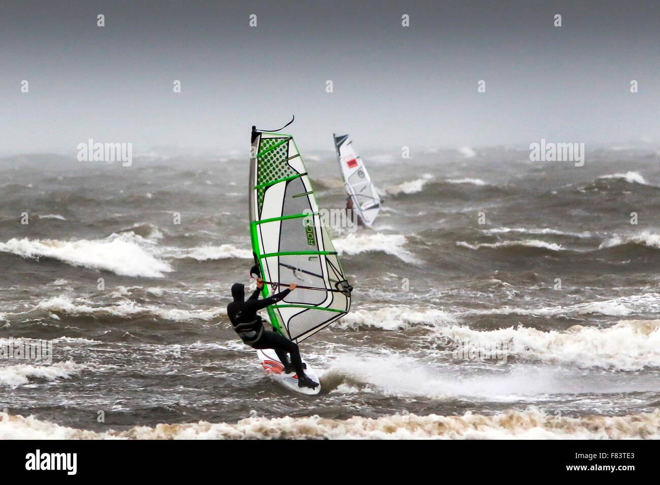 En Troon, Ayrshire, Reino Unido. El 05 de diciembre de 2015. Como tormenta Desmond martillos la costa de Ayrshire, Imagen De Stock
