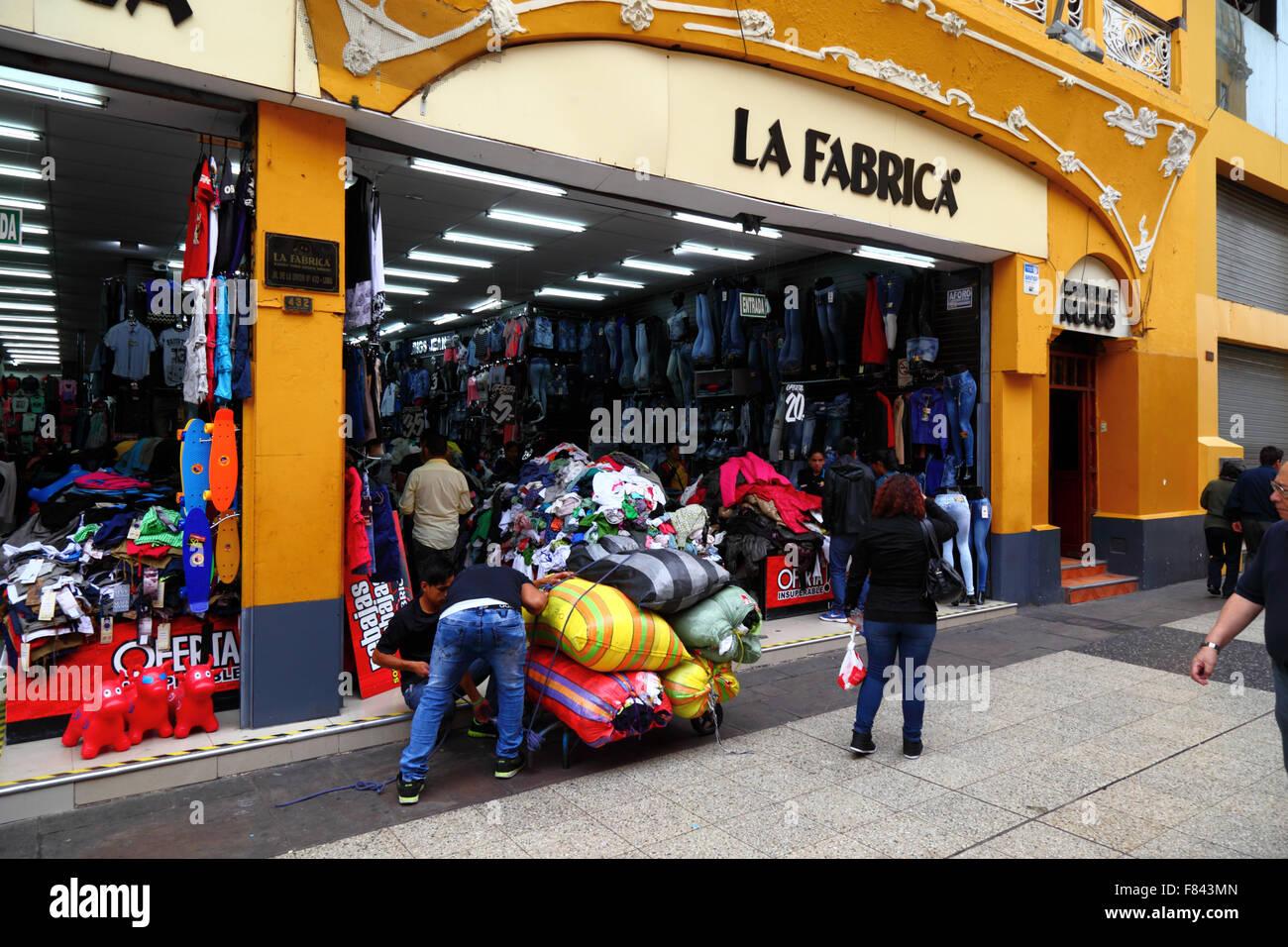 36358bd3c7 Tienda de venta de ropa importada barata en el Jirón Unión central ...