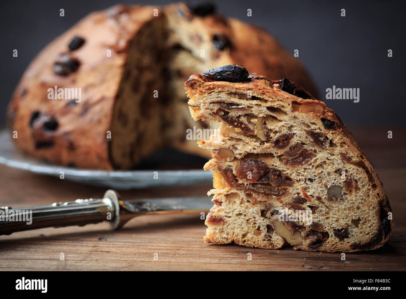 Tuercas Bisciola, tradicional e higos pan para Navidad valle de Valtellina, Italia Imagen De Stock