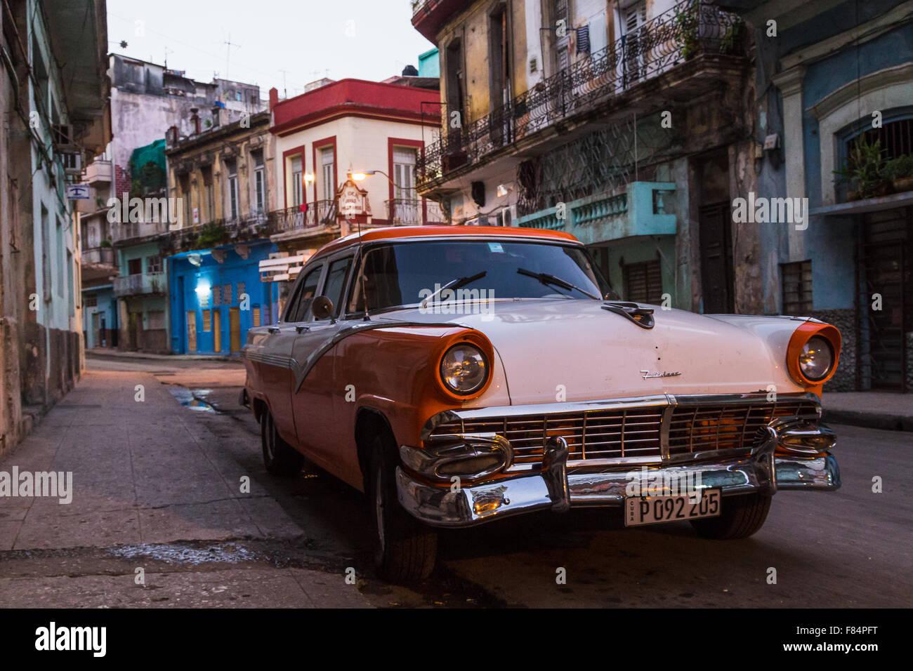 Una mañana temprano en el centro de La Habana. Foto de stock