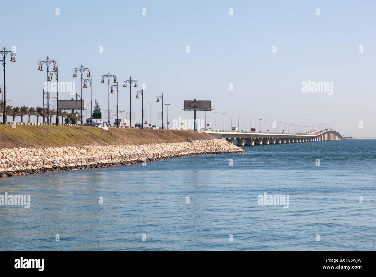 El Rey Fahd Causeway que conecta Arabia Saudita y Bahrein. El 15 de noviembre de 2015 en el Reino de Bahrein Imagen De Stock