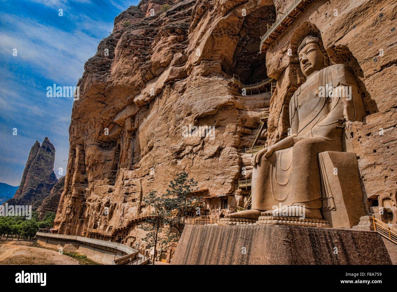 Enorme estatua de Buda, BIng Ling y templo de la cueva de la provincia de Ganshu, China Río Amarillo Imagen De Stock