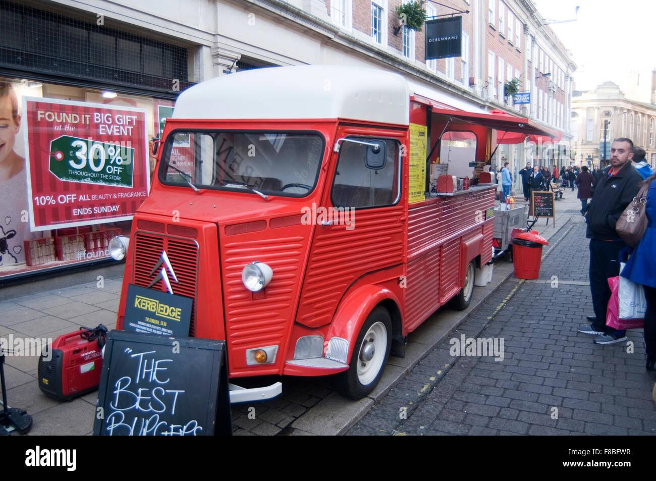 Citroën H van furgonetas de acero corrugado francés Artisan street cafe moderno puesto de comida van en York uk francia Foto de stock