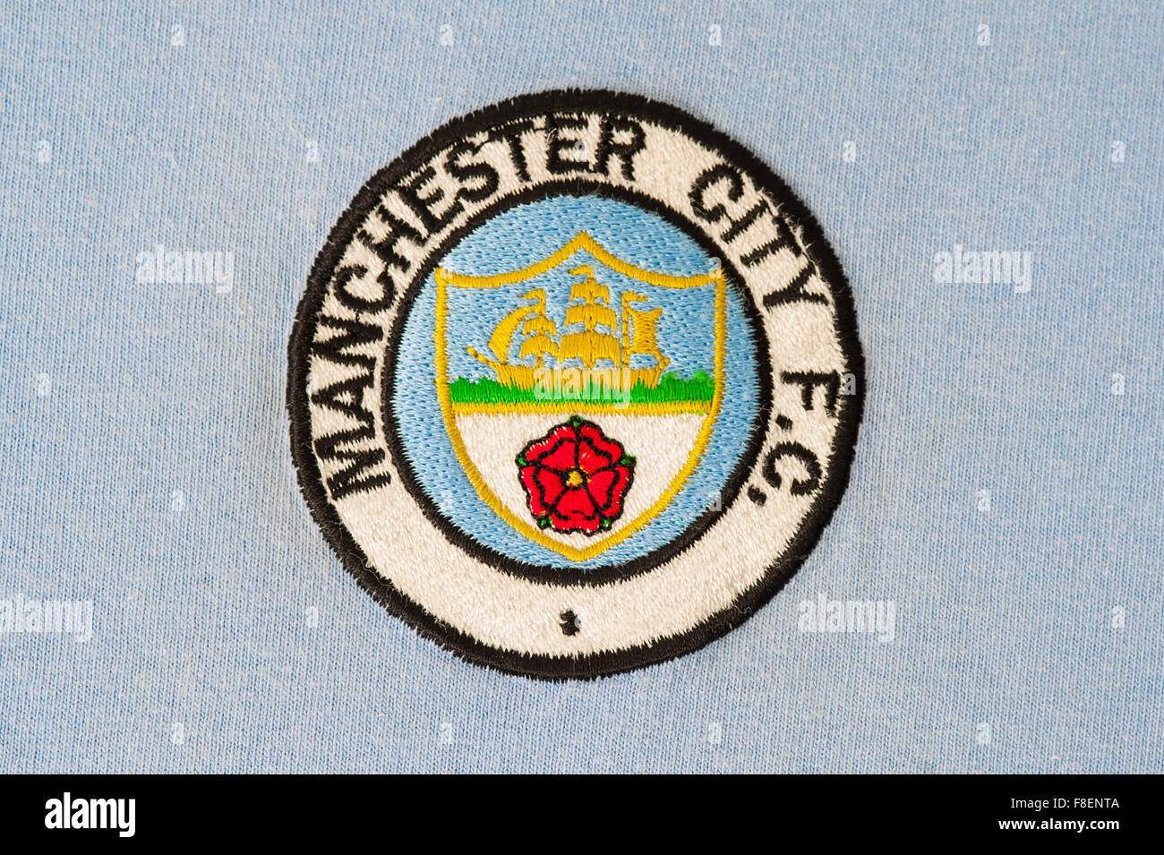 Cerca de manchester city football club crest foto imagen de stock cerca de manchester city football club crest voltagebd Image collections