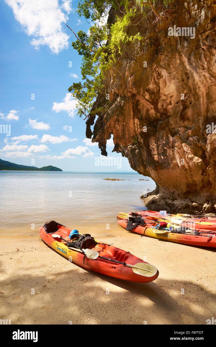 Tailandia - provincia de Krabi, Phang Nga Bay, viaje en canoa Imagen De Stock