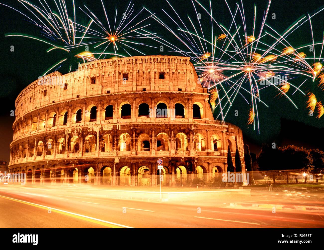 Italia, Roma, el Coliseo , fuegos artificiales, componiendo, Nochevieja, Sylvester Imagen De Stock