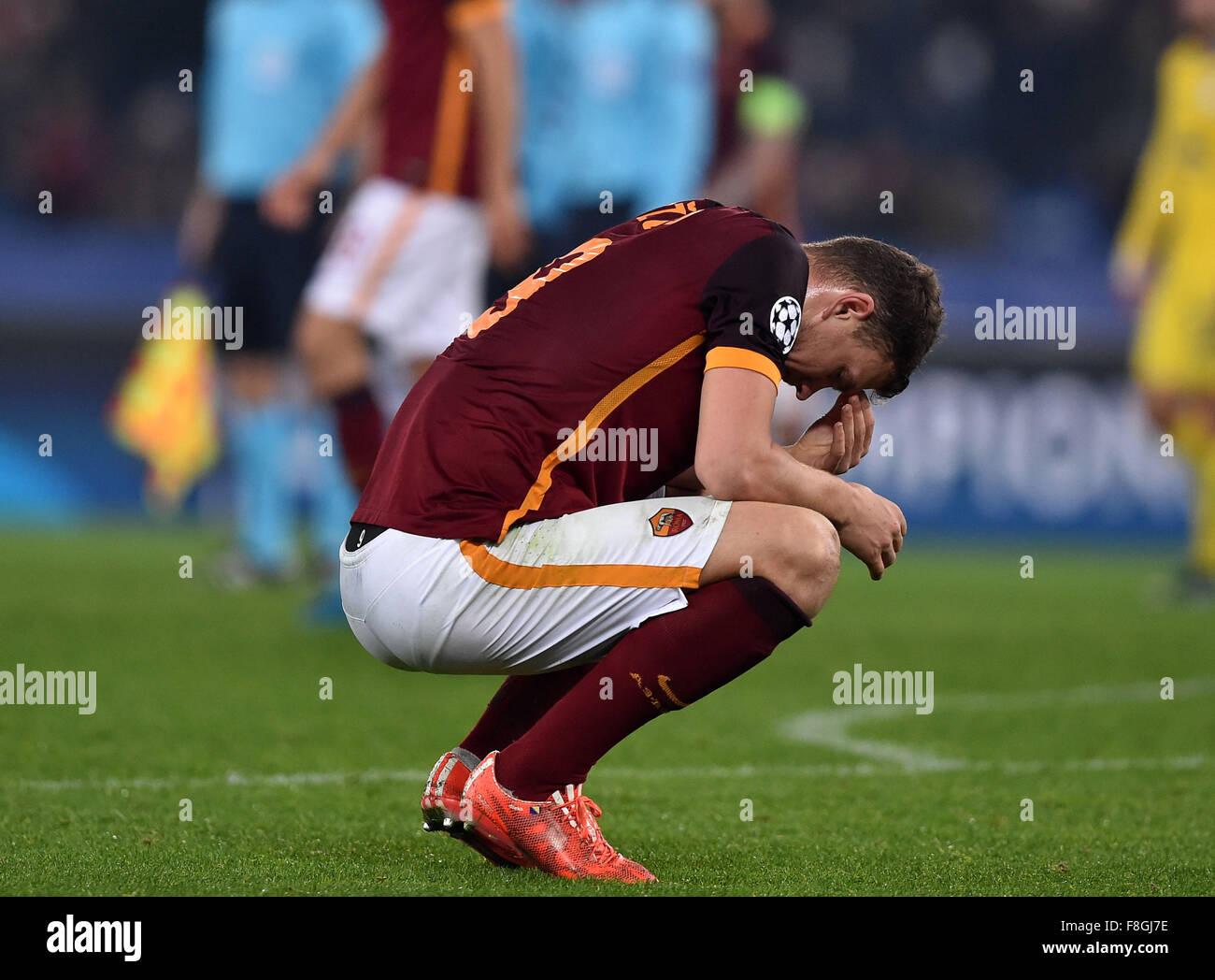 Roma, Italia. 10 de diciembre de 2015. Edin Dzeko de Roma reacciona durante el campeonato de fútbol de la Liga Imagen De Stock