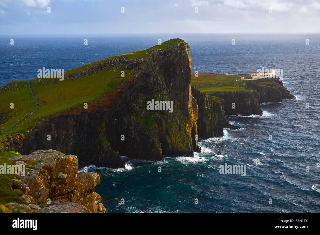 Vista aérea de acantilados de Neist Point, Isla de Skye, Escocia Foto de stock