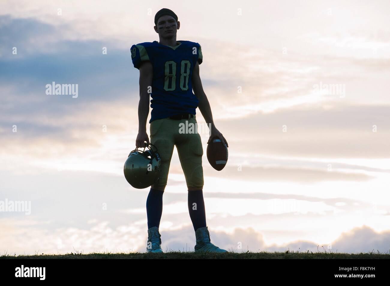 Retrato del joven jugador de fútbol americano Imagen De Stock