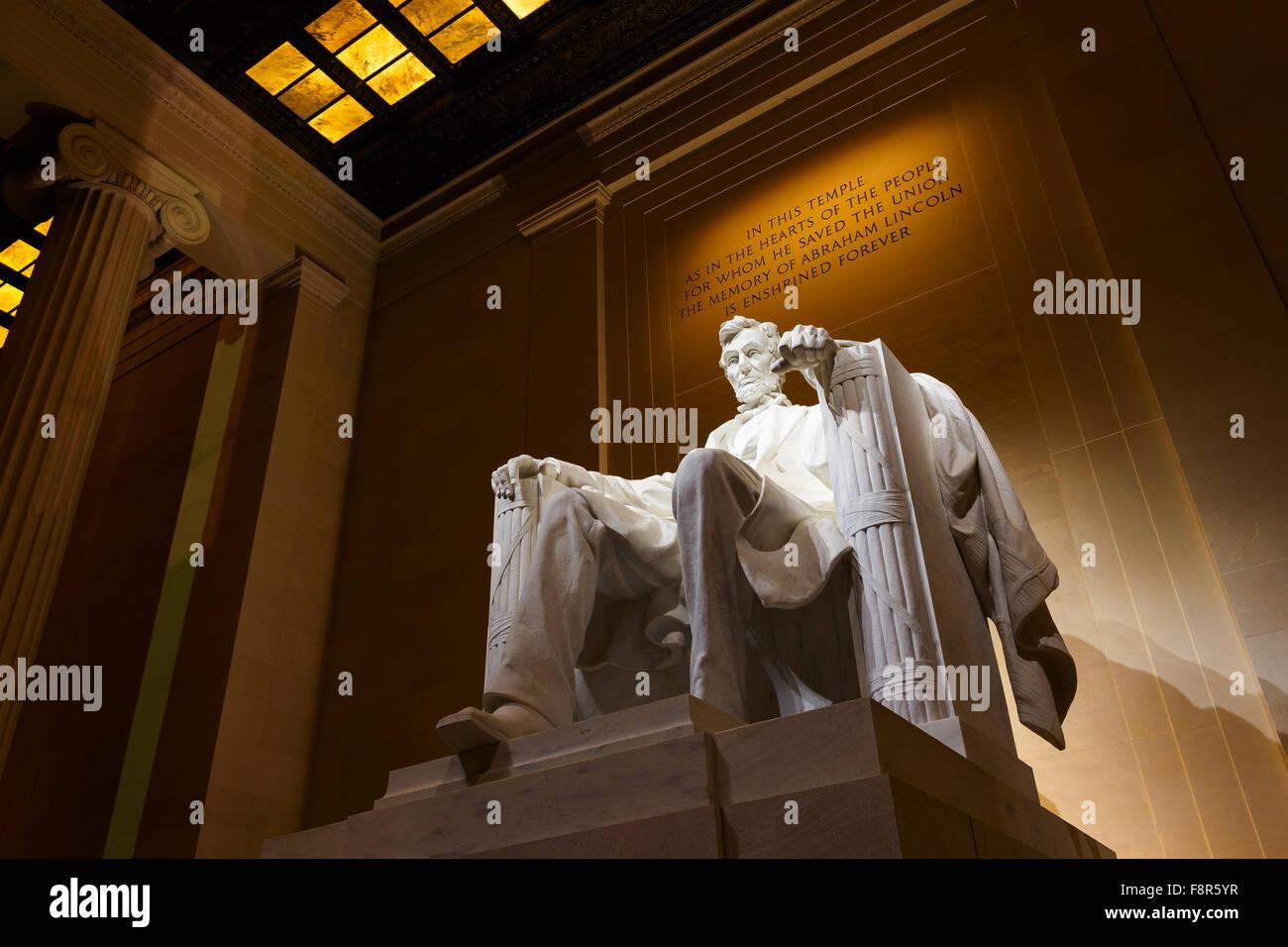 Lincoln Memorial iluminado en la noche en Washington D.C. Imagen De Stock