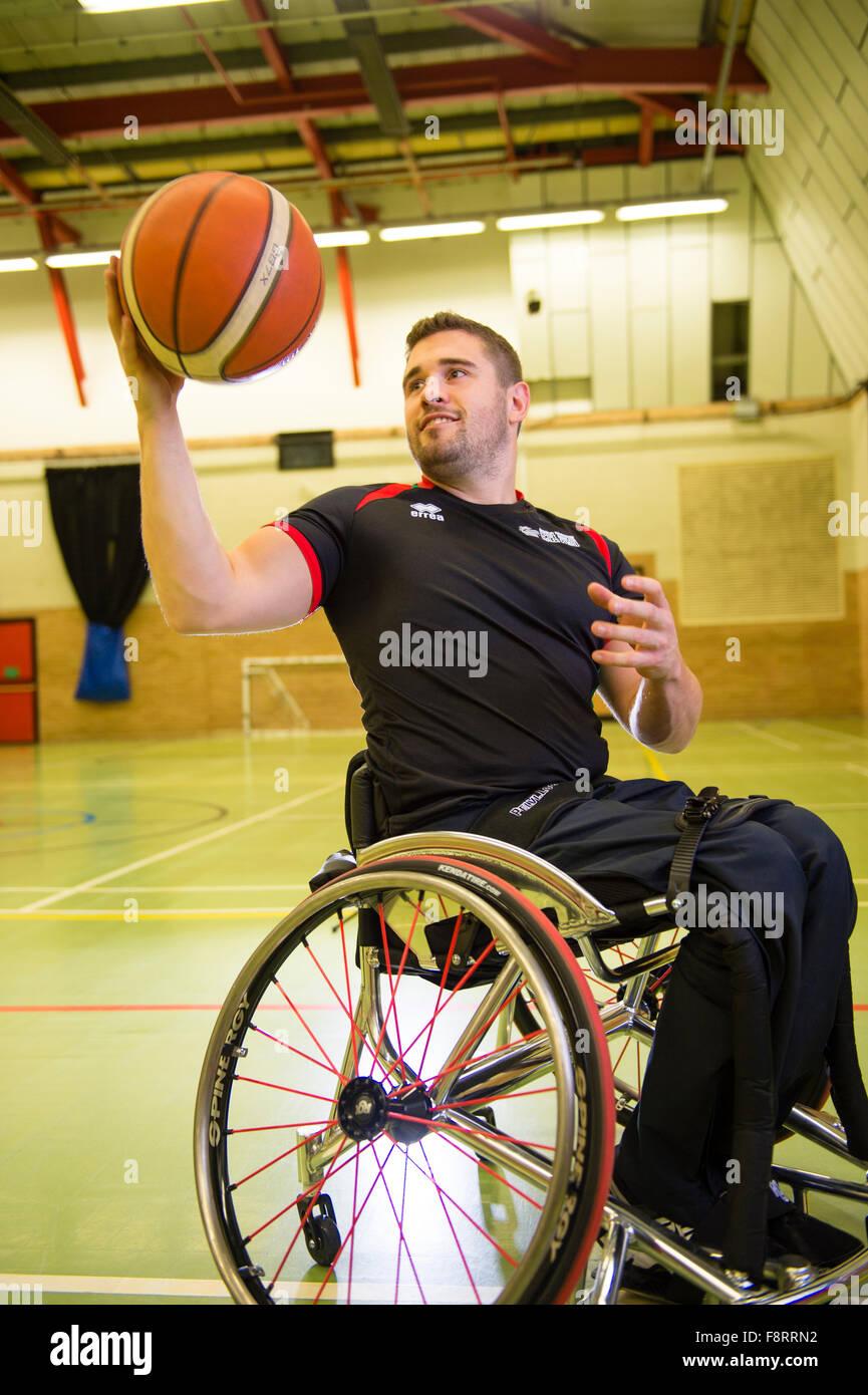 Rhys Lewis, minusválidos, silla de ruedas usando el galés deportes jugador de baloncesto, atleta, Gales, Imagen De Stock