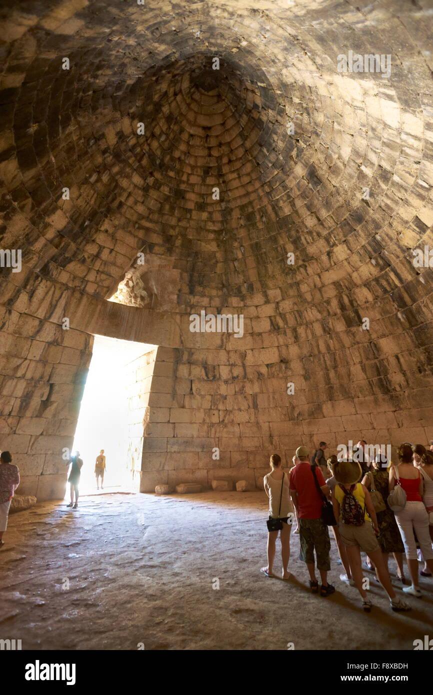 El Tesoro de Atreo en los sitios arqueológicos de Micenas (la tumba de Agamenón), Grecia Foto de stock