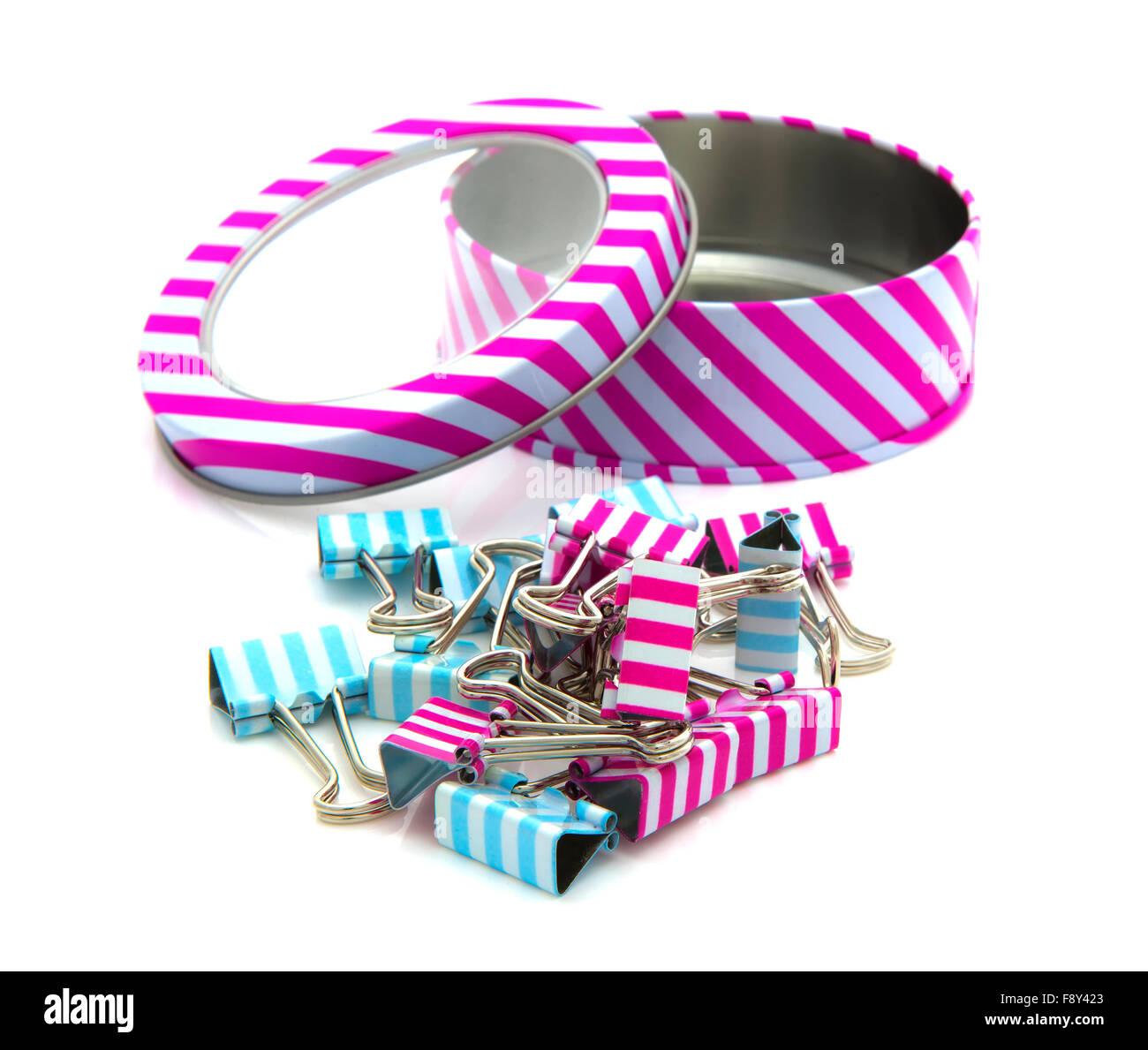 Stripey estaño con clip de reinyección de un fondo blanco. Imagen De Stock