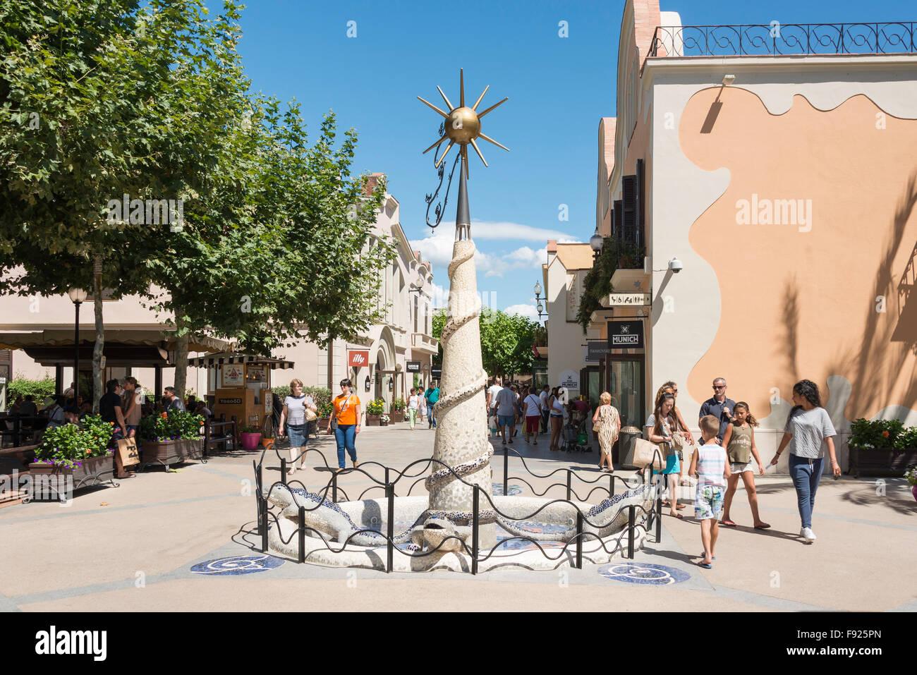 La Roca Village Outlet Shopping (diseñador), La Roca del Vallès, Barcelona, provincia de Barcelona, Cataluña, España Foto de stock