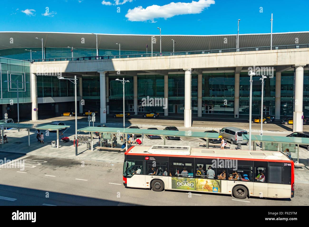 Terminal de salida en el Aeropuerto El Prat de Barcelona, El Prat de Llobregat, comarca del Baix Llobregat, Cataluña, Foto de stock