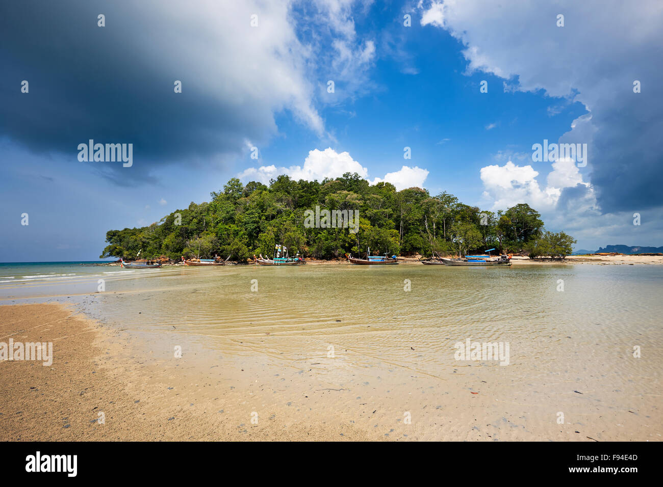 La Playa Klong Muang, provincia de Krabi, Tailandia. Foto de stock