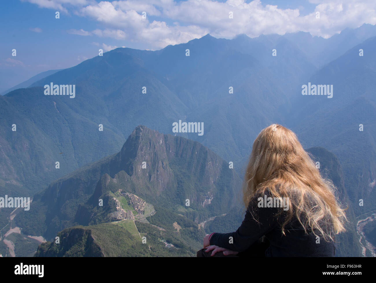 Viajeros en el mirador de alta montana Machu Picchu, Perú Imagen De Stock
