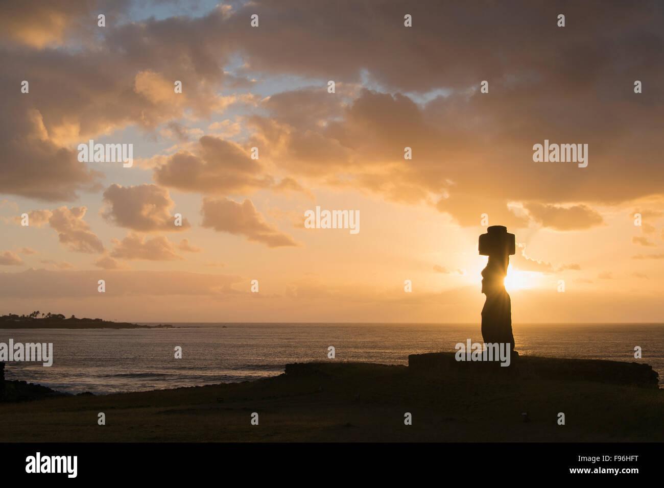 Moai ceremonial, Tongariki, Isla de Pascua Foto de stock