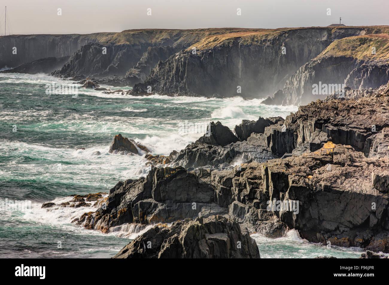 Las olas que rompen en la costa, Cape Race, Terranova, Canadá Imagen De Stock