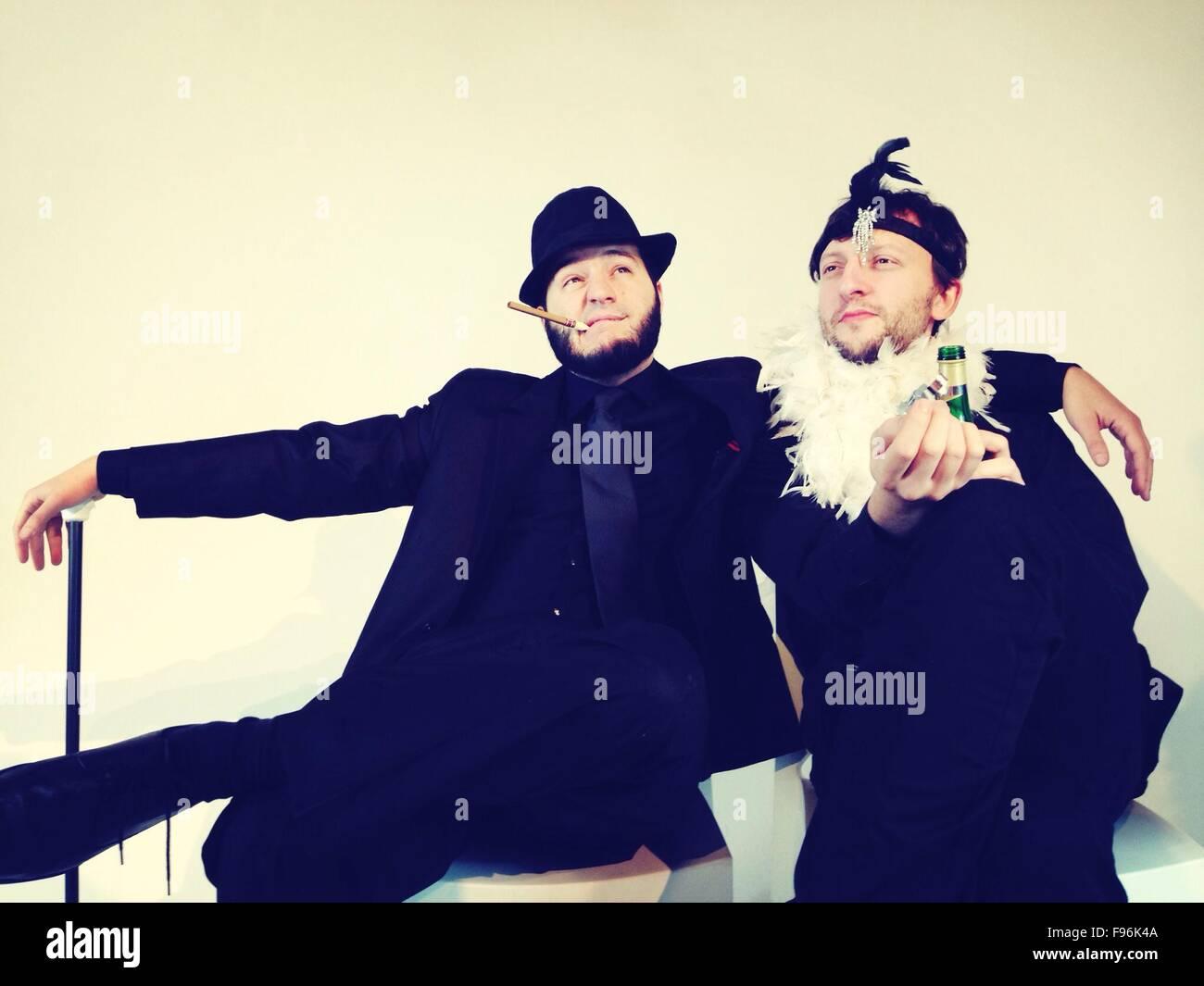 La pareja masculina gay sentados juntos Imagen De Stock