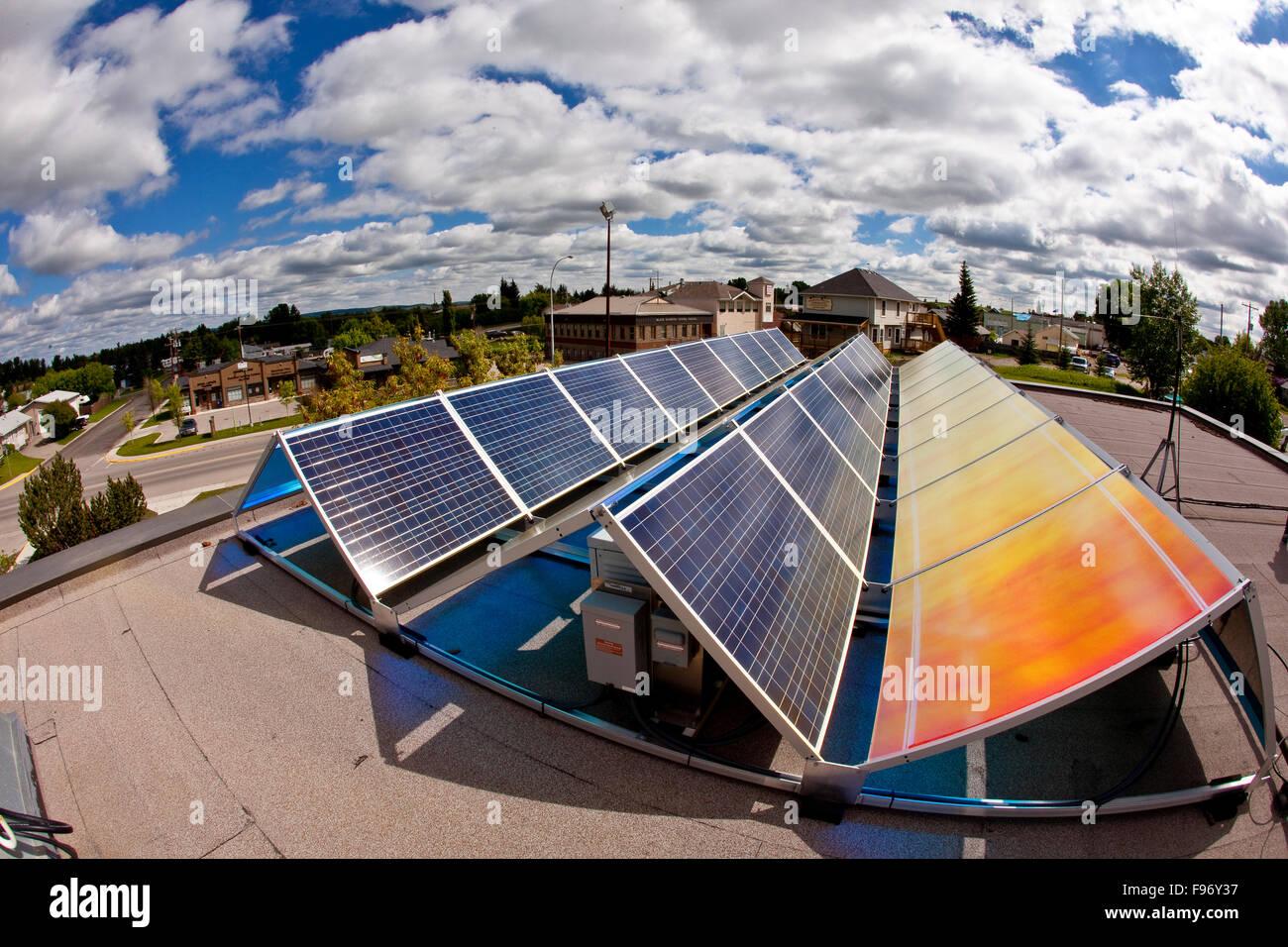 Los paneles solares, Alberta, Canadá. Imagen De Stock
