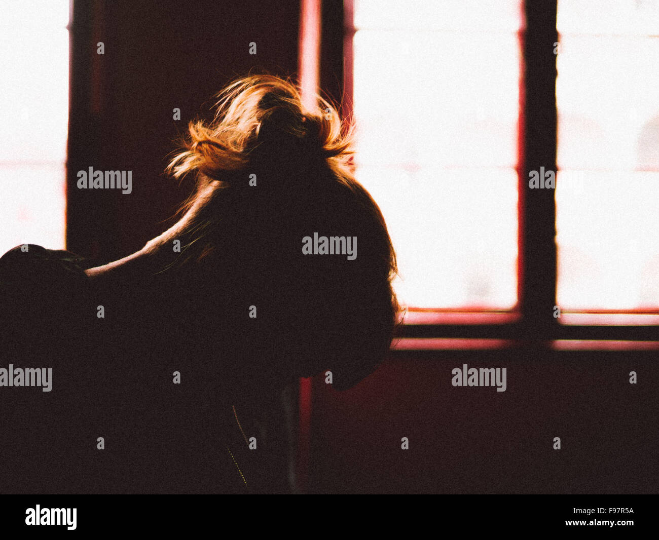 Silueta de mujer deprimida Imagen De Stock