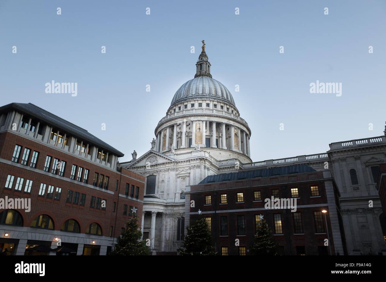 La cúpula de la catedral de San Pablo, Londres, por la tarde. Imagen De Stock
