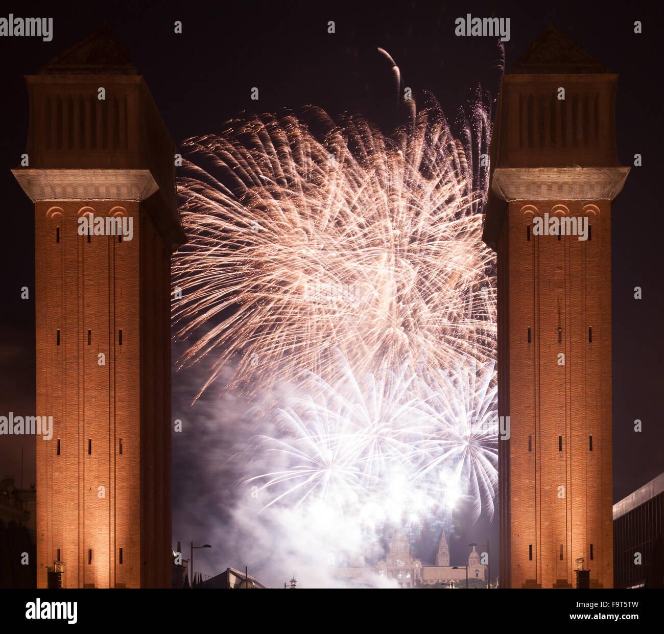 Espectáculo de fuegos artificiales en la Merce Festival en Barcelona. Cataluña Foto de stock