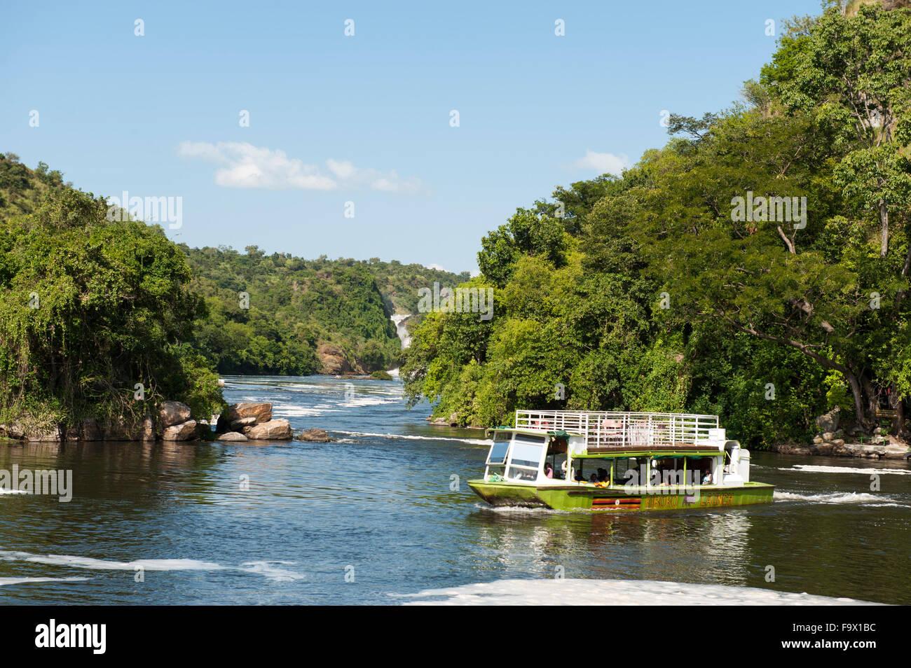 Viaje en barco por el Nilo Victoria, Parque Nacional de Murchison Falls, Uganda Imagen De Stock