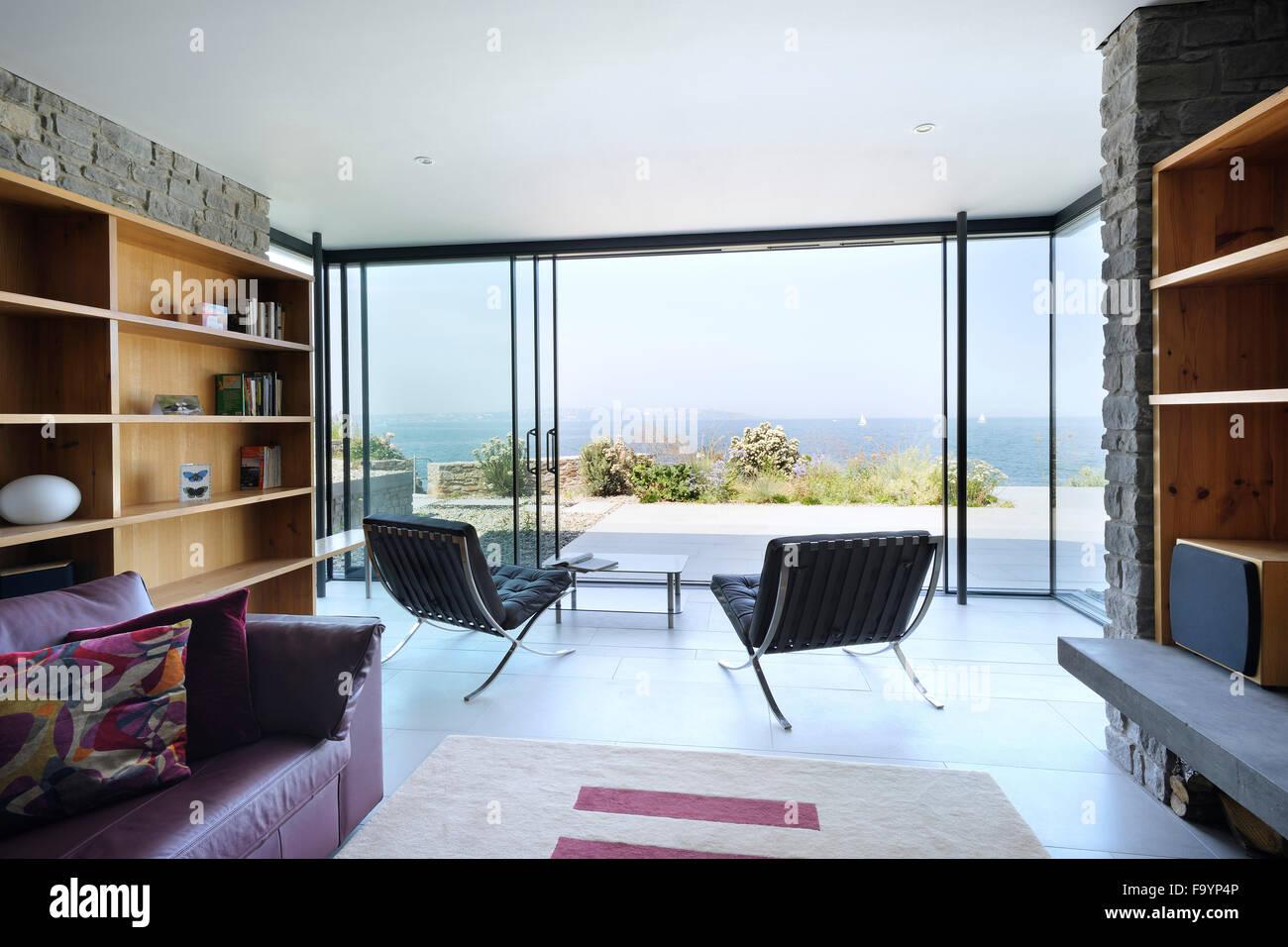 Los espacios interiores de una casa moderna en el for Espacios interiores de casas modernas