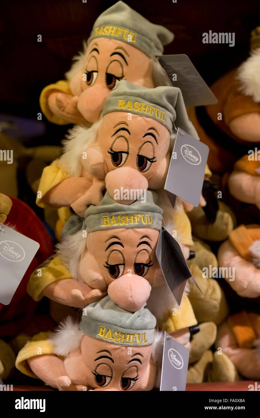 El enano reacio de Blanca Nieves y los siete enanos juguetes blandos Imagen De Stock