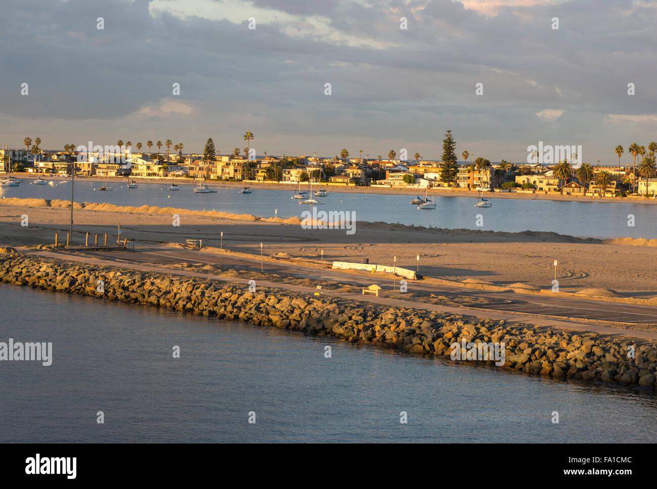 Mirando a la bonita Cala. Mission Bay Park, en San Diego, California, Estados Unidos. Imagen De Stock