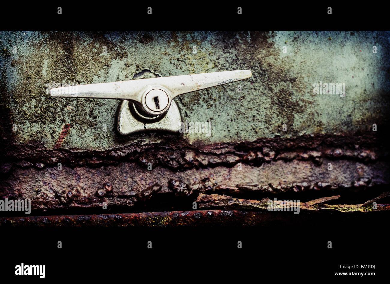 Rusty Car Boot de un Morris Minor Car Imagen De Stock