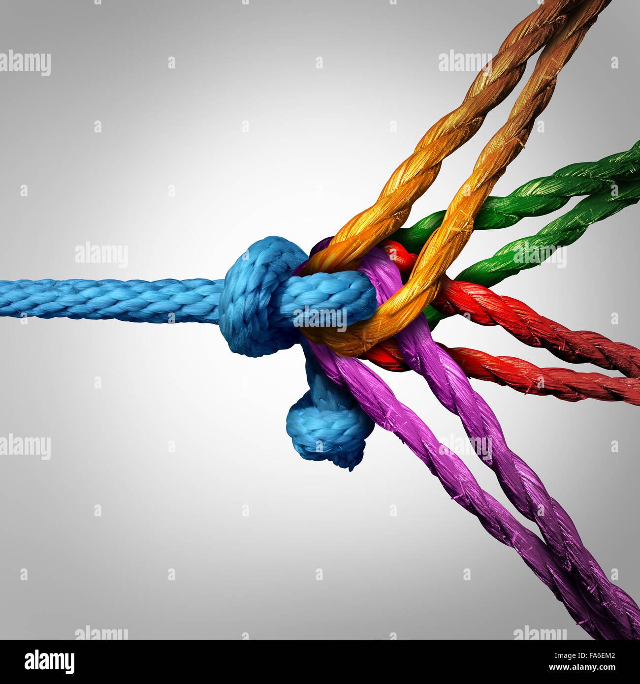 Concepto de grupo conectado como diferentes cuerdas atadas y vinculadas entre sí como una cadena irrompible Imagen De Stock