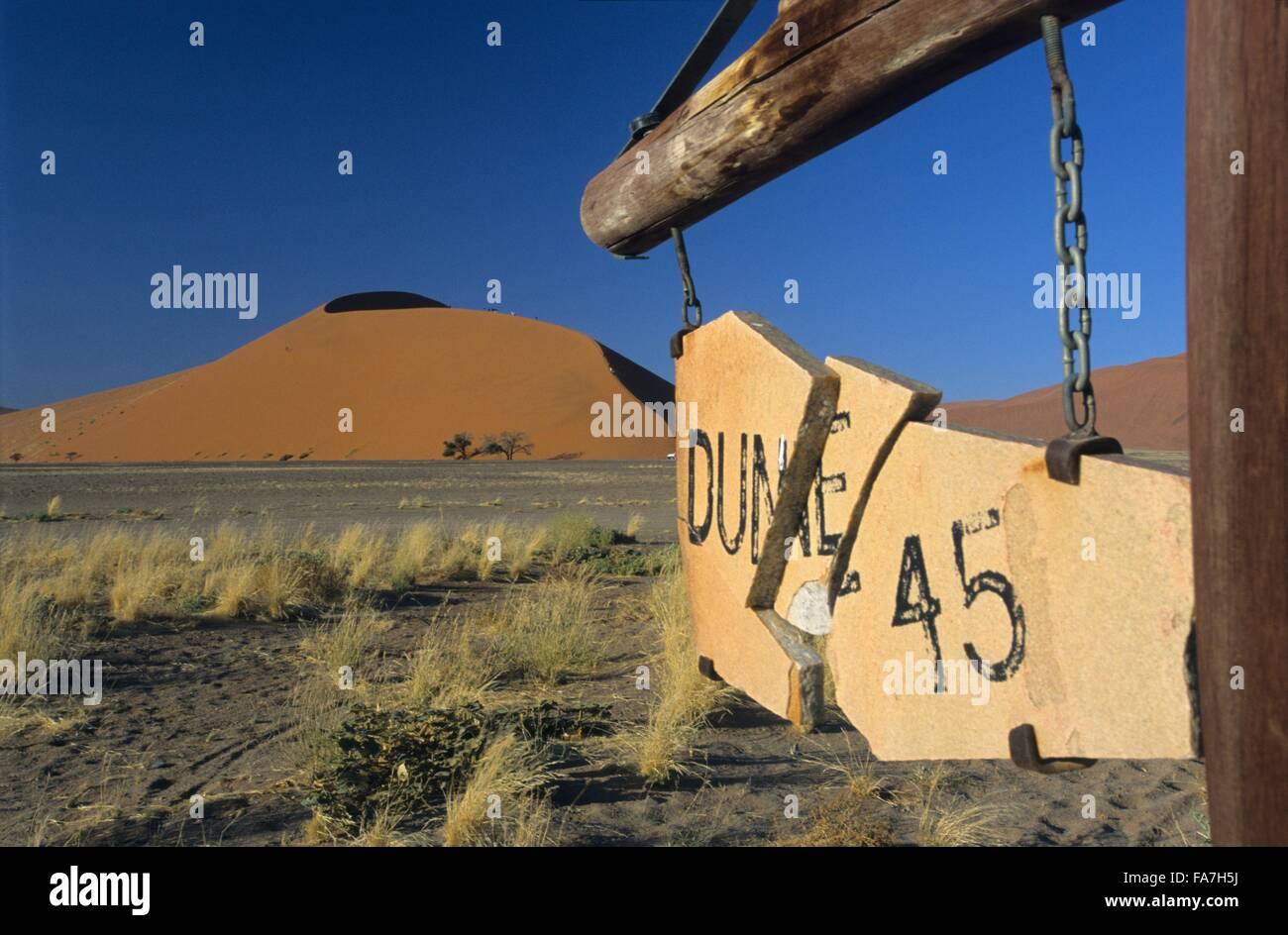 Namibia, Parque Nacional Namib-Naukluft, panel mostrando la famosa Duna 45 // Namibia, Parque Nacional Namib-Naukluft Imagen De Stock