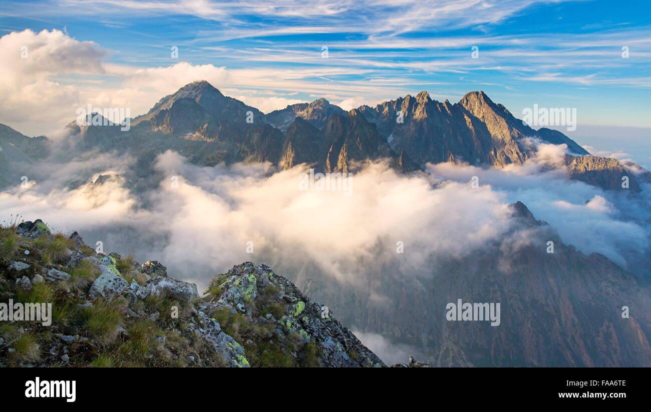 Vista desde el pico Slawkowski, montañas Tatra, Eslovaquia Imagen De Stock