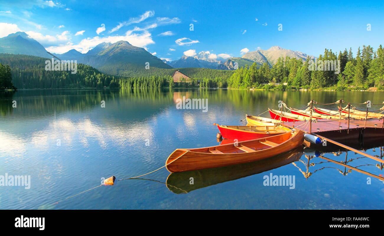 Szczyrbske pleso el lago de las Montañas Tatra, Eslovaquia Imagen De Stock