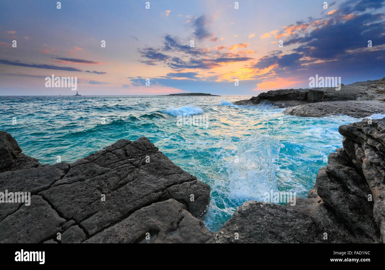 Atardecer en Istria. Rt kamenjak, Premantura. Imagen De Stock
