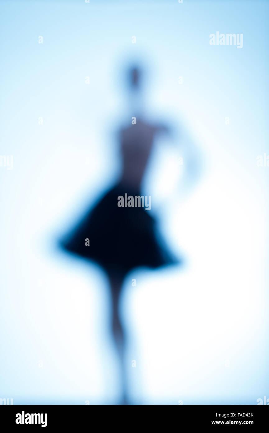 Imagen conceptual de la identidad femenina y de la feminidad: muy centrado de imagen borrosa borrosa claro de una Imagen De Stock