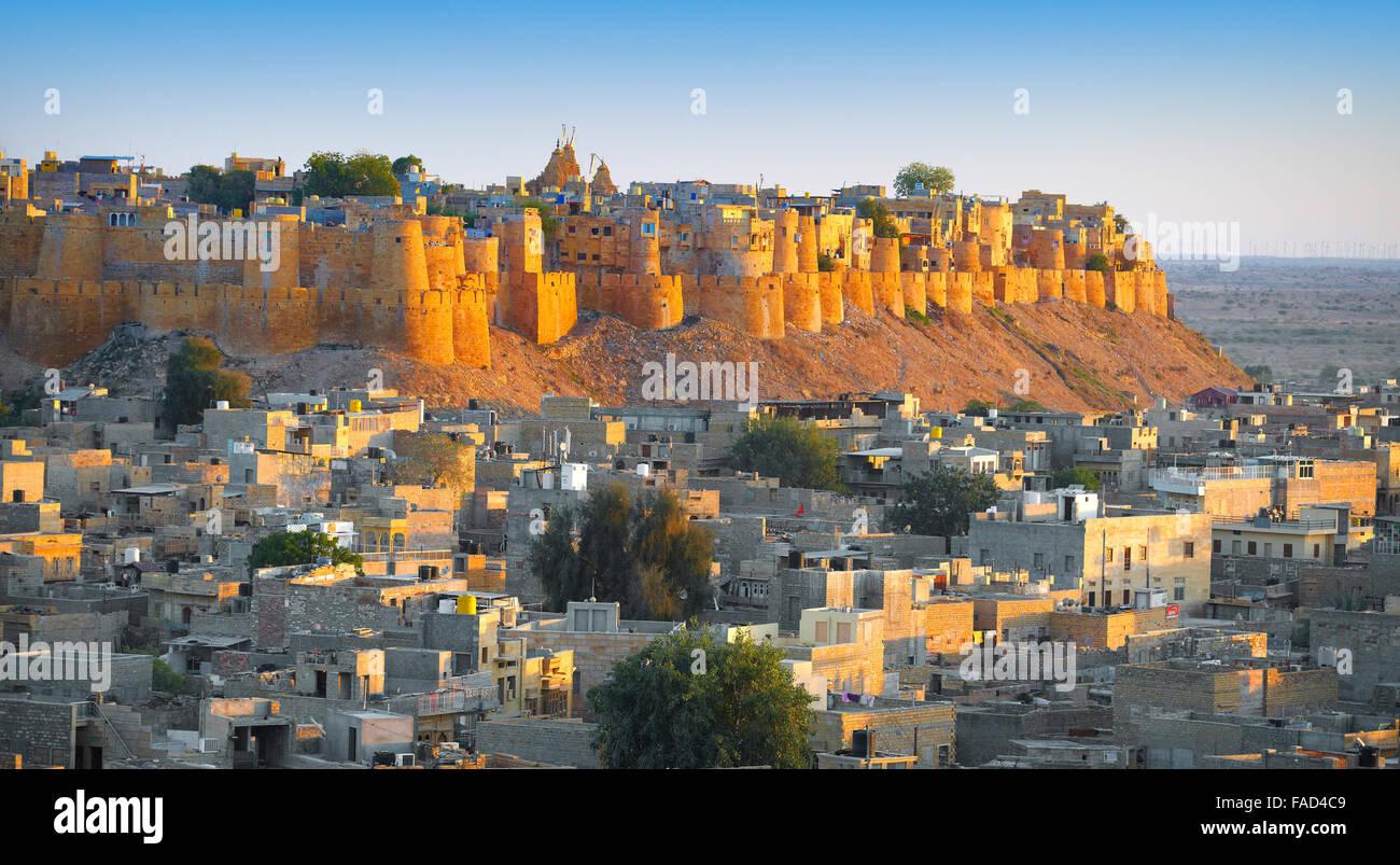 Vistas panorámicas del horizonte de Fort Jaisalmer, Jaisalmer, Rajasthan, India Foto de stock