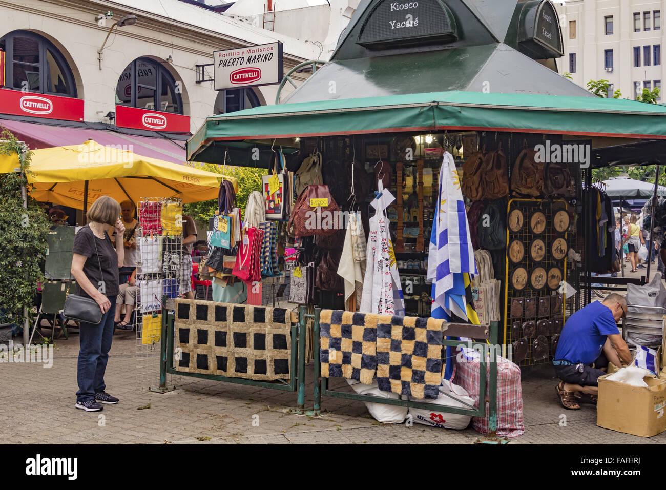 El Mercado del Puerto, MONTIVIDEO, URUGUAY - Diciembre de 2015. Imagen De Stock