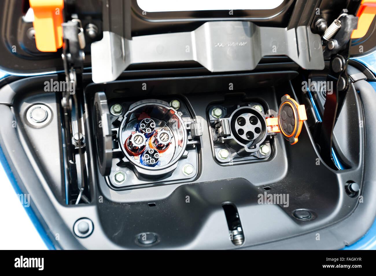 El enchufe de carga para vehículos eléctricos e híbridos. Se centró en el tapón Imagen De Stock