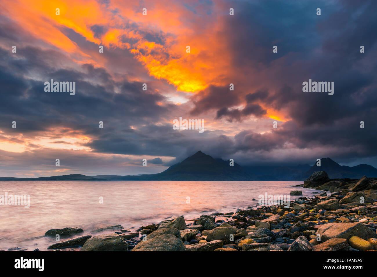 En Elgol Sunset Beach, Isla de Skye, Escocia Foto de stock
